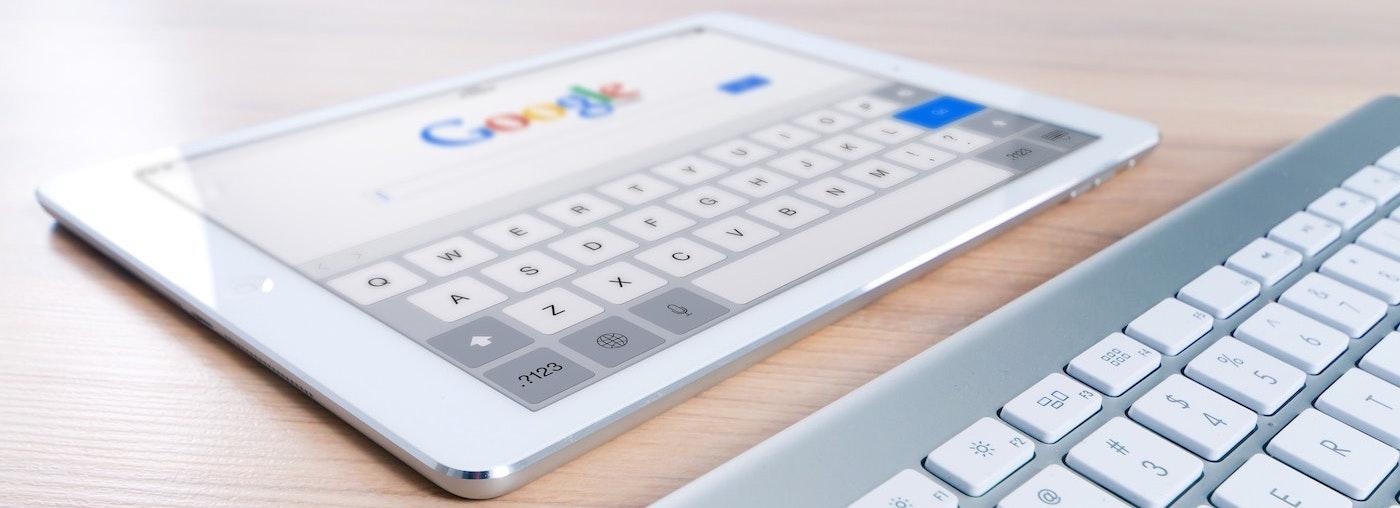 white ipad & keyboard